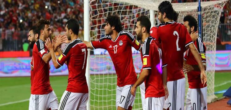 فتحي احتفل مع لاعبي مصر