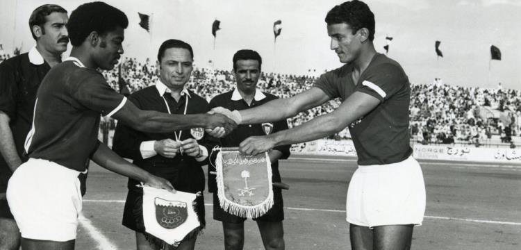 الديبة حكما فى كأس الخليج الاولي فى البحرين 1971