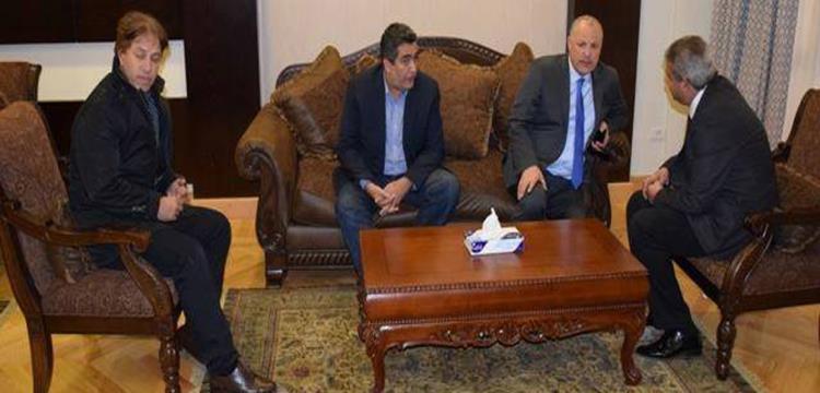 وزير الرياضة أثناء اجتماعه مع مسئولي اتحاد الكرة