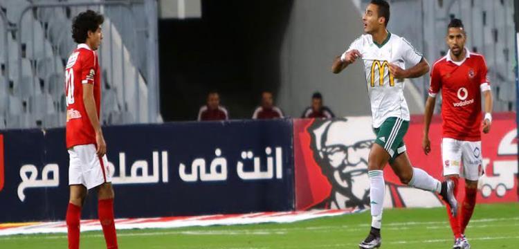 احمد ياسر يحتفل بهدفه في الاهلي