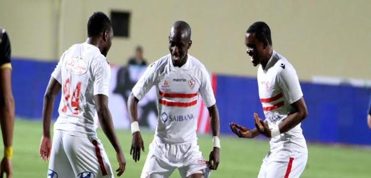 محمد كوفي مع لاعبي الزمالك