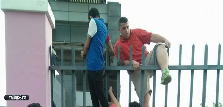 صورة من تنزانيا لمحاولة دخول الملعب