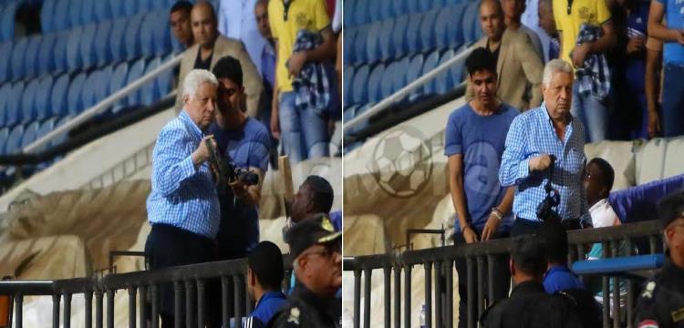 مرتضى منصور يصادر كاميرا بالمقصورة