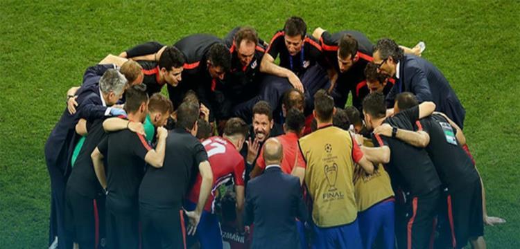 دييجو سيميوني مع لاعبيه