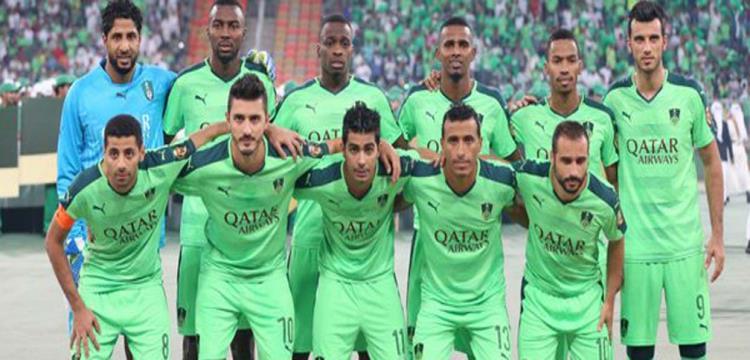 محمد عبدالشافي مع لاعبي اهلي جدة