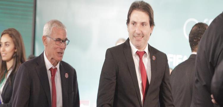 محمود فايز بجانب هيكتور كوبر