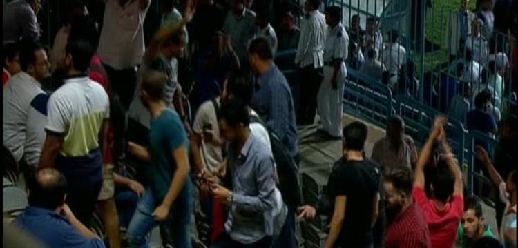 مغادرة الجماهير ملعب بتروسبورت