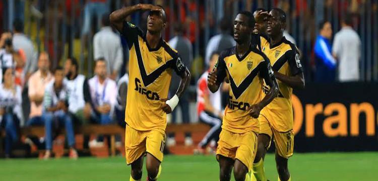 لاعبو أسيك يحتفلون في ملعب الأهلي