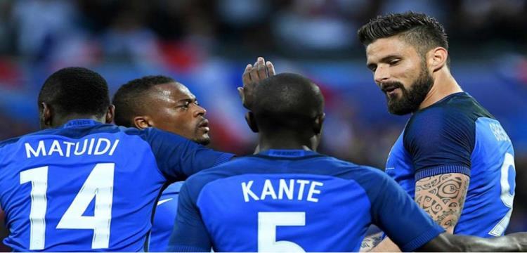 فرنسا يحتفلوا بأحد الأهداف