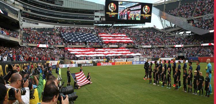 لاعبو وجماهير الولايات المتحدة قبل المباراة
