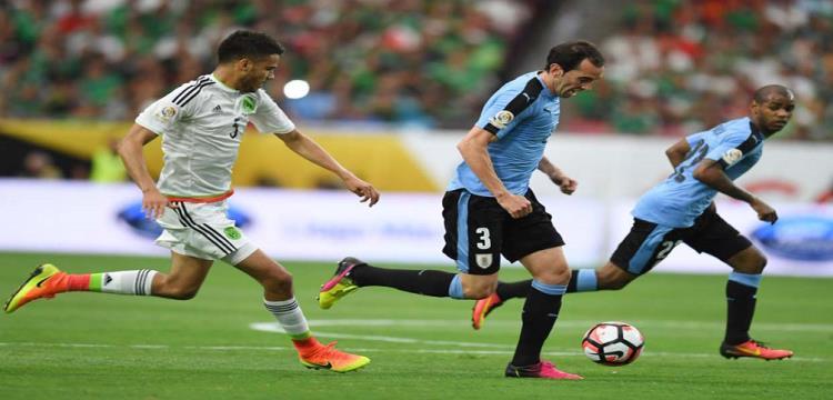 صورة من مباراة الاوروجواي والمكسيك
