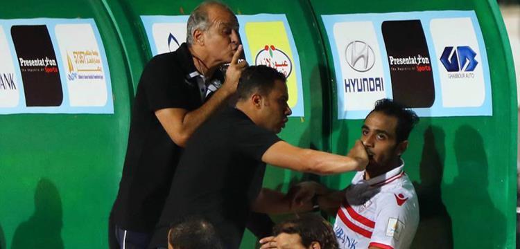 كهربا أثناء اعتراضه على الاستبدال في مباراة الأهلي