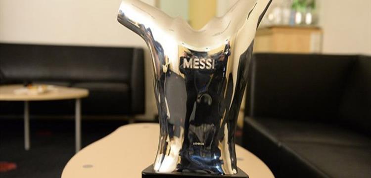 ميسي توج بالجائزة الموسم الماضي