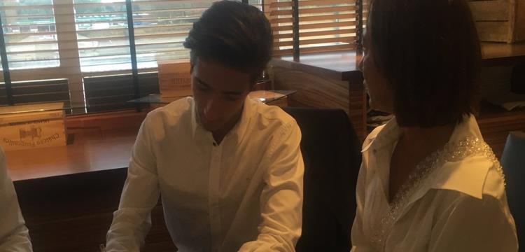 جوزيه مورينيو جونيور أثناء التوقيع لفولهام