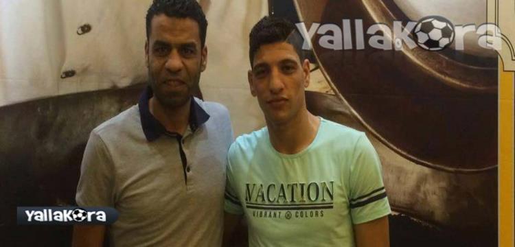 محمد مسعد مع وكيله بعد التوقيع رسمياً للزمالك