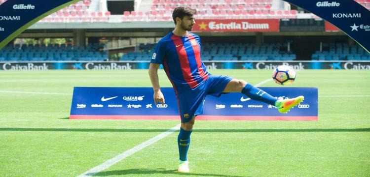 جوميش بقميص برشلونة