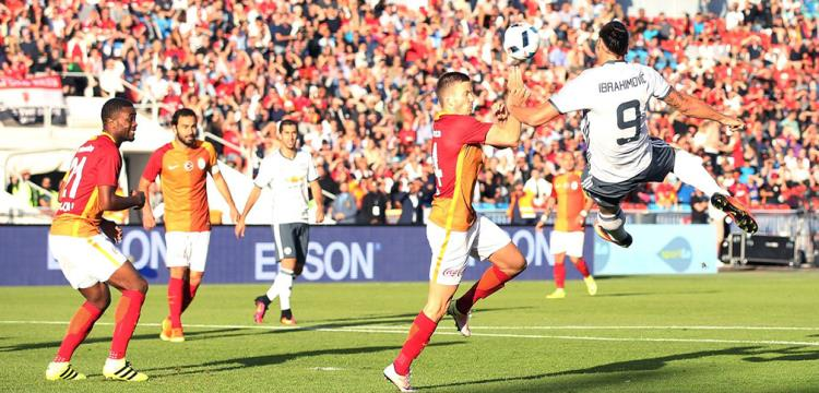 جانب من مباراة مانشستر يونايتد وجالطة سراي