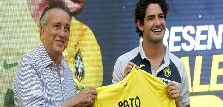باتو بقميص فريقه الجديد