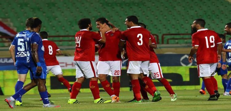 لاعبو الأهلي يحتفلون بالهدف
