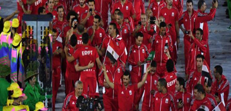 علم السعودية وسط البعثة المصرية