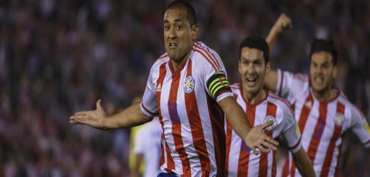 لاعبو باراجواي يحتفلون بالفوز على تشيلي