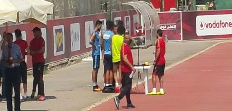 لاعبو الأهلي أمام جهاز قياس السرعات