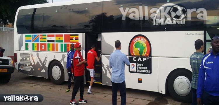 لاعبو المنتخب يستقلون الحافلة للتوجه إلى المران