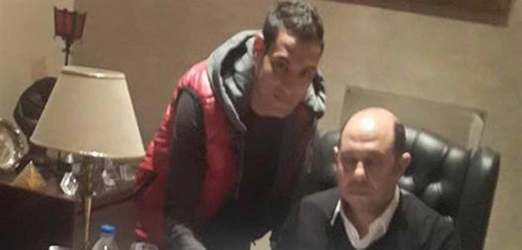 عمر سعد مع أحمد سليمان اثناء توقيعه للزمالك