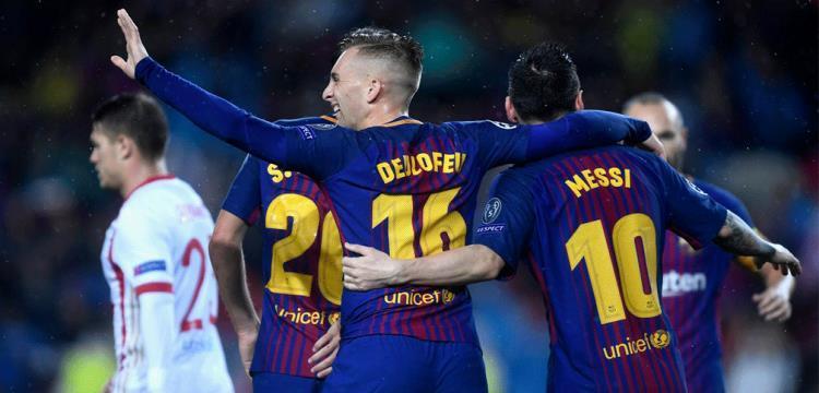 لاعبو برشلونة يحتفلون بالهدف