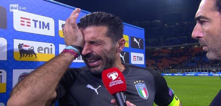 بوفون يبكي بعد فشل ايطاليا في التأهل للمونديال