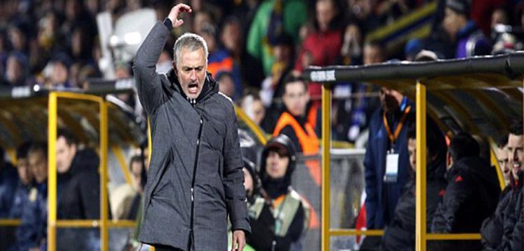 مورينيو في لقطة من المباراة