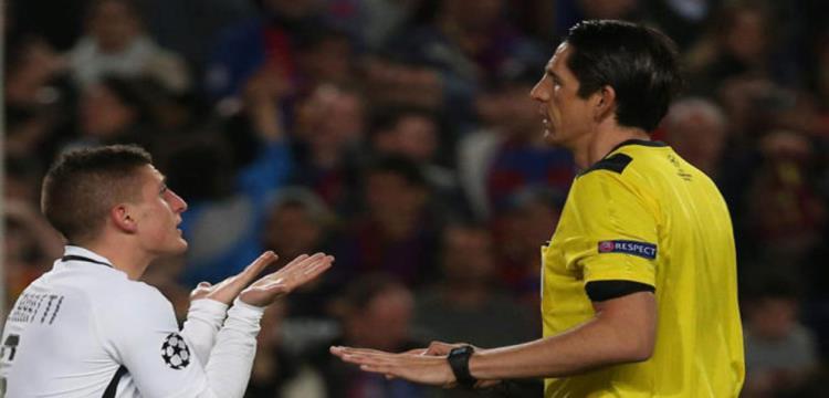 دينيس أيتكين حكم مباراة برشلونة وباريس سان جيرمان