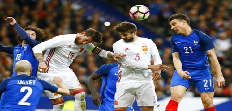 بيكيه بقميص المنتخب الإسباني