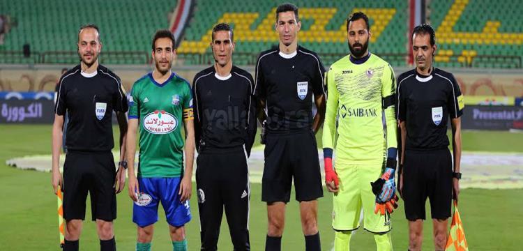 جهاد جريشه مع مساعديه قبل المباراة