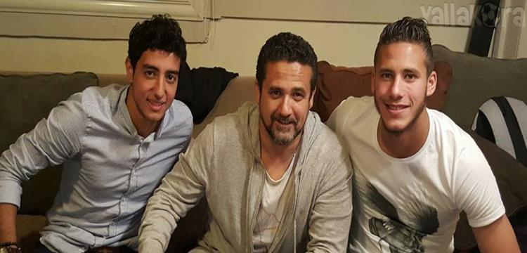 نادر شوقي يتوسط الثنائي رمضان صبحي ومحمد هاني