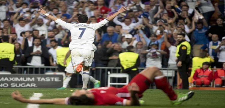رونالدو يحتفل بهدف من أهدافه الثلاثة في بايرن