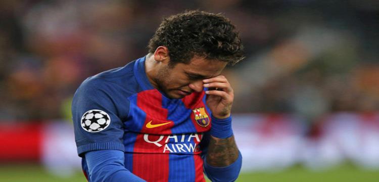 نيمار لاعب برشلونة يبكي بعد الخروج من دوري الأبطال