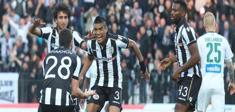 عمرو وردة يحتفل مع زملائه