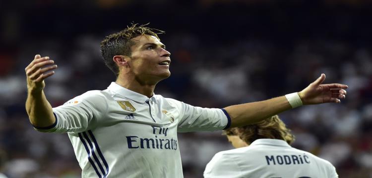 رونالدو يحتفل بهدفه الـ400 مع ريال مدريد