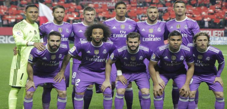 فريق ريال مدريد بالزي البنفسجي