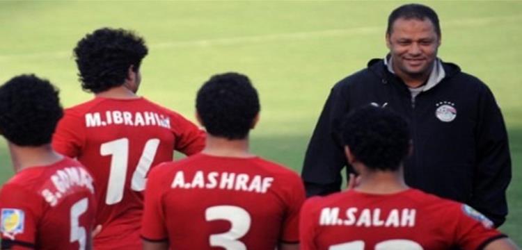 ضياء السيد مع لاعبيه السابقين في منتخب الشباب