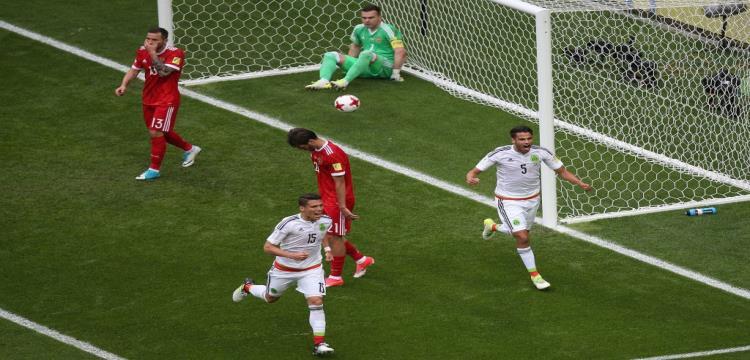لاعبو المكسيك يحتفلون بهدف التعادل