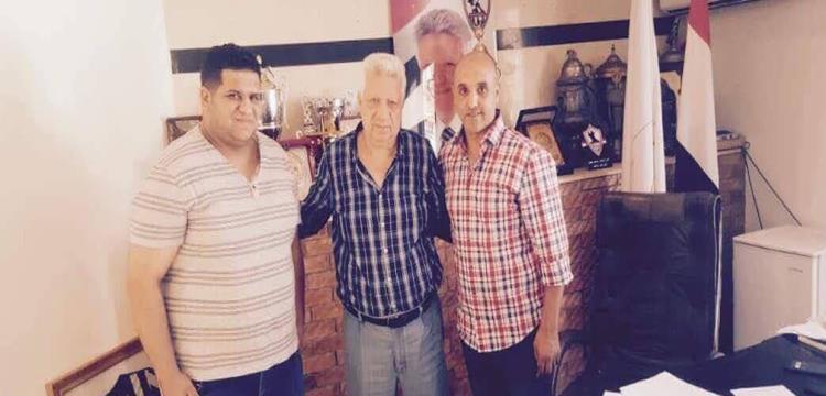 مرتضى منصور مع وكلاء مهاجم اسوان