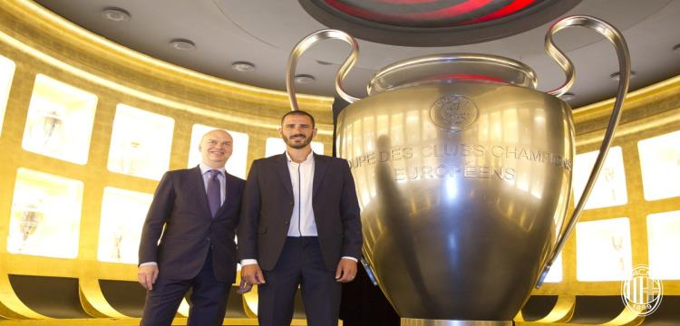 بونوتشي لاعب ميلان الجديد