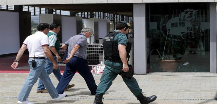 صورة لاعتقال رئيس الاتحاد الاسباني