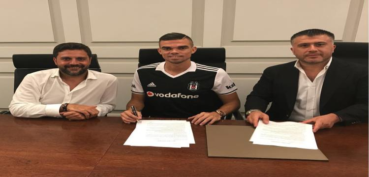 بيبي يوقع عقده مع باشكتاش التركي