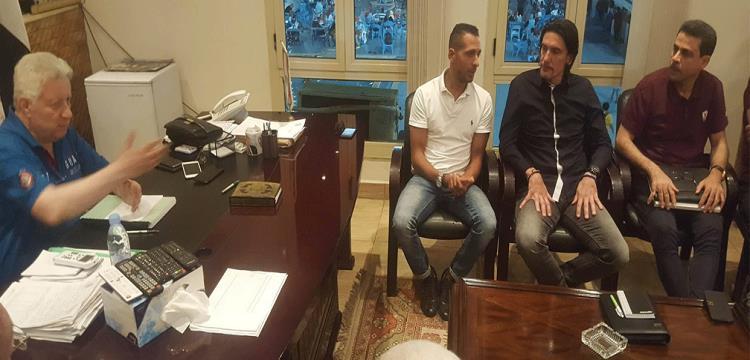جانب من جلسة مرتضى منصور مع نيبوشا