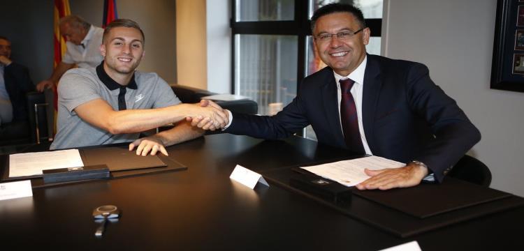 جيرارد ديولوفيو يوقع عقدا جديد مع برشلونة