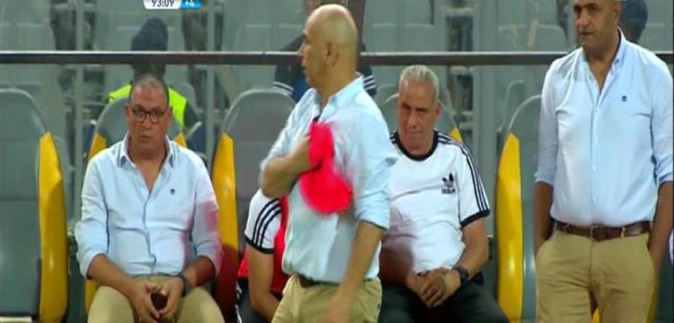 حسام حسن يلجأ للقميص الأحمر للرد على جماهير الزمالك