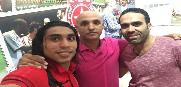 عمرو مرعي برفقة وكيليه عقب الفوز على أهلي طرابلس